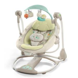 Eine Babywippe mit Musik ist für Kinder sehr angenehm